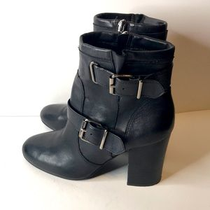 VINCE CAMUTO SMILEE BOOTIES
